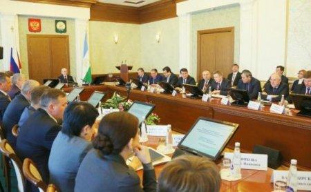 Рустэм Хамитов представил антикризисный план для Башкирии
